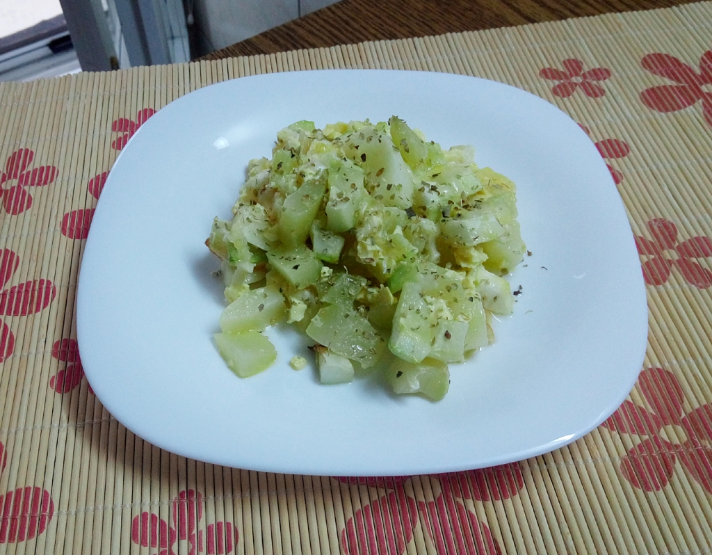 Zucchini pudding on a plate (easy, quick dinner recipe, ready in 30 minutes)