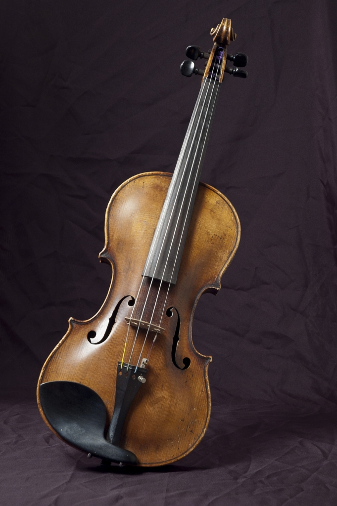 Photo of a violin, classical music instrument